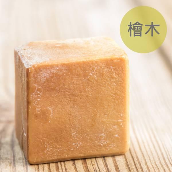 檜木馬油蠶絲熟成新皂(一公斤/8顆) 檜木馬油蠶絲熟成新皂(一公斤/8顆),馬油,馬油皂,馬油蠶絲熟成皂,蠶絲皂,熟成皂,UNIJUN,UNIJUN俊,UNIJUN手工皂坊,俊皂,JUN