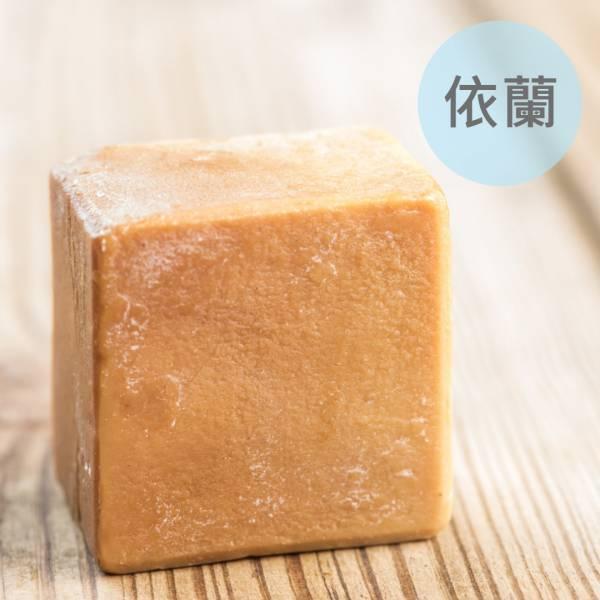 依蘭馬油蠶絲熟成新皂(一公斤/8顆) 依蘭馬油蠶絲熟成新皂(一公斤/8顆),馬油,馬油皂,馬油蠶絲熟成皂,蠶絲皂,熟成皂,UNIJUN,UNIJUN俊,UNIJUN手工皂坊,俊皂,JUN