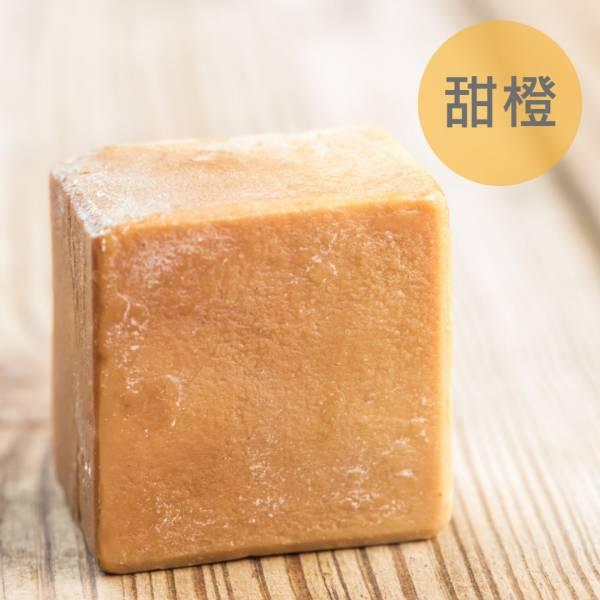 甜橙馬油蠶絲熟成新皂(一公斤/8顆) 甜橙馬油蠶絲熟成新皂(一公斤/8顆),馬油,馬油皂,馬油蠶絲熟成皂,蠶絲皂,熟成皂,UNIJUN,UNIJUN俊,UNIJUN手工皂坊,俊皂,JUN
