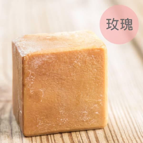 玫瑰馬油蠶絲熟成新皂(一公斤/8顆) 玫瑰馬油蠶絲熟成新皂(一公斤/8顆)馬油,馬油皂,馬油蠶絲熟成皂,蠶絲皂,熟成皂,UNIJUN,UNIJUN俊,UNIJUN手工皂坊,俊皂,JUN