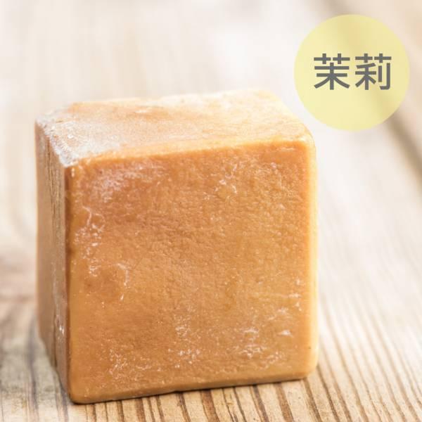 茉莉馬油蠶絲熟成新皂(一公斤/8顆) 茉莉馬油蠶絲熟成新皂(一公斤/8顆),馬油,馬油皂,馬油蠶絲熟成皂,蠶絲皂,熟成皂,UNIJUN,UNIJUN俊,UNIJUN手工皂坊,俊皂,JUN