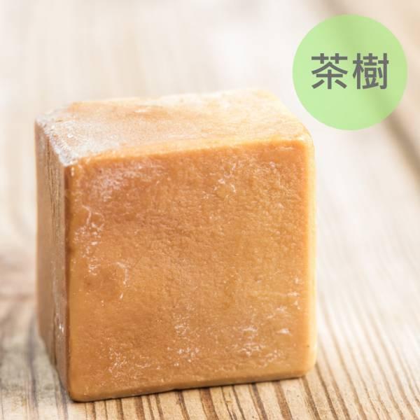 茶樹馬油蠶絲熟成新皂(一公斤/8顆) 茶樹馬油蠶絲熟成新皂(一公斤/8顆),馬油,馬油皂,馬油蠶絲熟成皂,蠶絲皂,熟成皂,UNIJUN,UNIJUN俊,UNIJUN手工皂坊,俊皂,JUN
