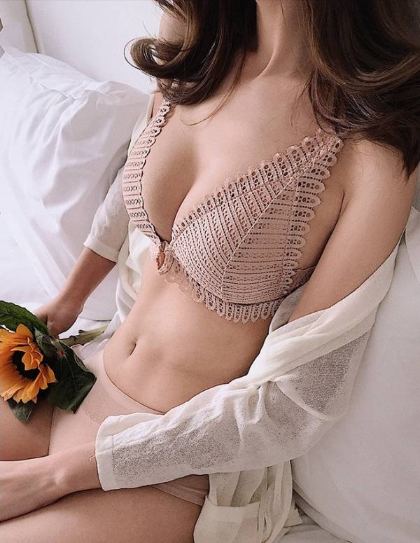 前扣三角杯性感蕾絲無鋼圈內衣(膚) 內衣,美胸內衣,集中內衣,性感內衣