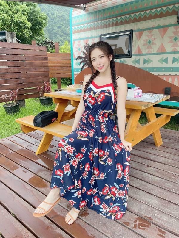 V領碎花度假洋裝 渡假洋裝,長裙