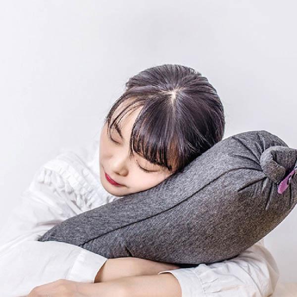 充氣旅行茄子枕 Aubergine Pillow|旅行便攜抱枕|輕鬆吹氣不費力 旅行茄子枕,便攜抱枕,旅行枕,U型枕,頸枕,飛機枕
