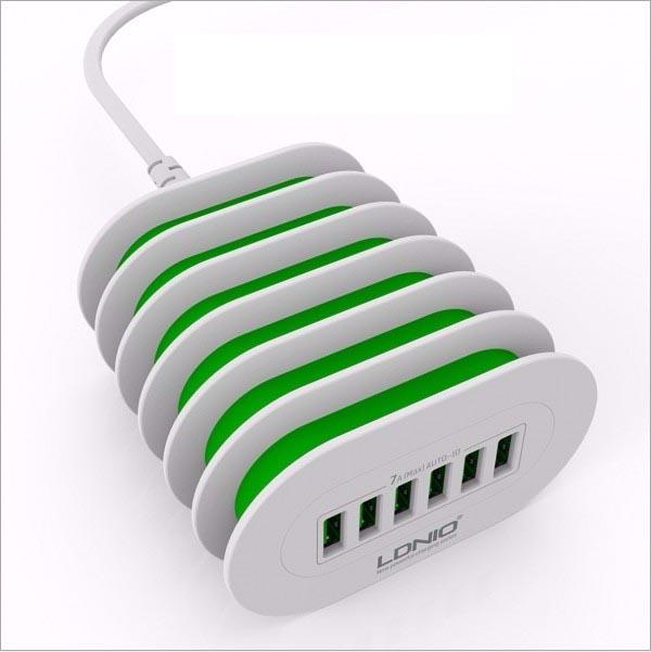 6孔USB萬用充電器可當手機架|萬用旅行多國通用插座推薦 全球通用型 萬用充電器,USB充電器,手機架充電器,旅行充電器