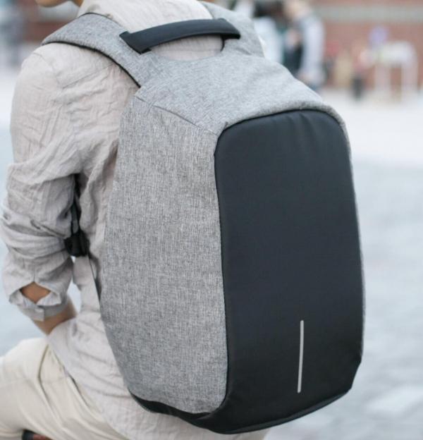 旅行必備防盜後背包