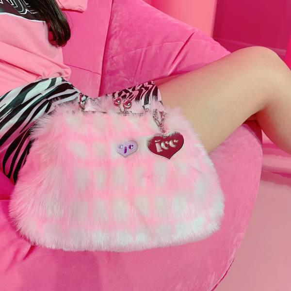 JCC粉紅格紋仿兔毛口金包