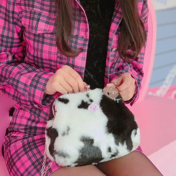 JCC乳牛仿兔毛口金包