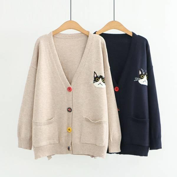 【冬天讓喵溫暖你】彩扣貓咪刺繡v領毛衣