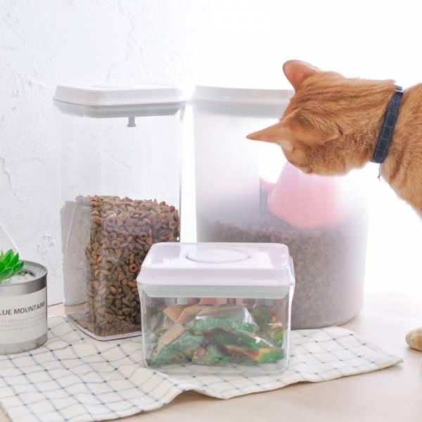 【保存乾乾就用這罐】一鍵式飼料桶