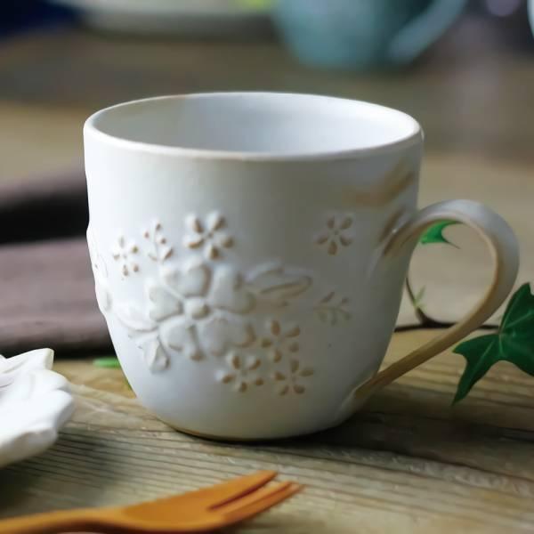日本窯元益子燒 - 花園燻雕紋馬克杯 - 粉引白