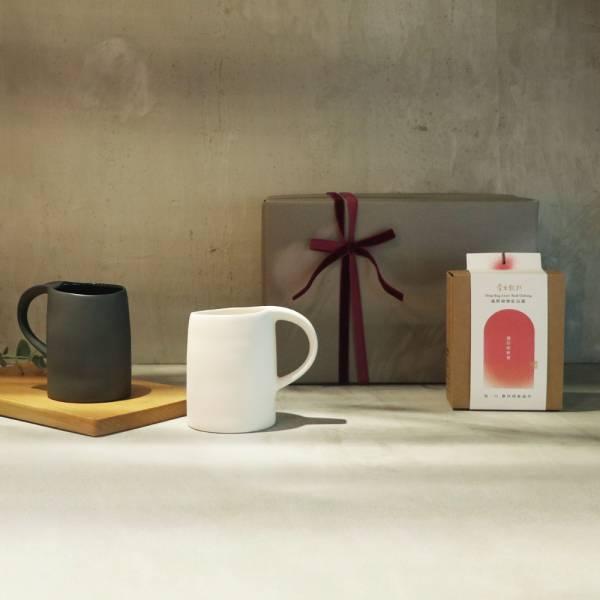 3,co x 掌生穀粒 水波馬克杯(2件式)-(白+黑) 茶包禮盒組  禮盒,馬克杯,水杯,茶杯,茶具,水波,餐具,食器,米其林,當代,國際,台灣之光,台灣,原創,設計,簡約,生活美學,空間,瓷器,東方意象,驚豔,精品,禮物,禮品,送禮