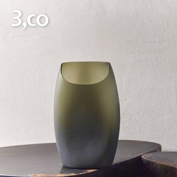 【3,co】玻璃月型口扁平花器(8號) - 綠 雕塑,擺飾,光雕,玻璃,藝術,品味,花器,當代,國際,台灣之光,台灣,原創,設計,簡約,生活美學,空間,東方意象,驚豔,精品,禮物,禮品,送禮