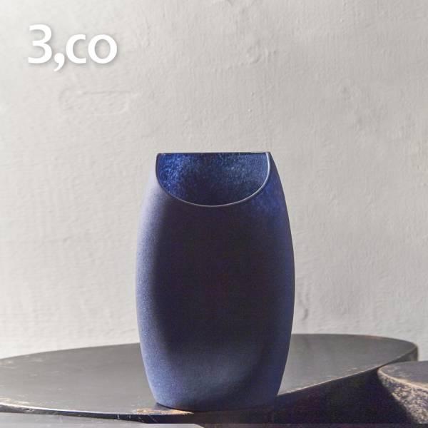 【3,co】玻璃月型口扁平花器(8號) - 藍 雕塑,擺飾,光雕,玻璃,藝術,品味,花器,當代,國際,台灣之光,台灣,原創,設計,簡約,生活美學,空間,東方意象,驚豔,精品,禮物,禮品,送禮