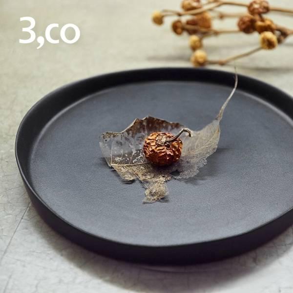 【3,co】水波系列圓形托盤(2號) - 黑 盤,水波,餐具,食器,米其林,當代,國際,台灣之光,台灣,原創,設計,簡約,生活美學,空間,瓷器,東方意象,驚豔,精品,禮物,禮品,送禮