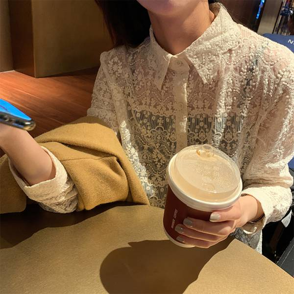 歡,嘉年華 。唯美氣質蕾絲雕花襯衫【003AB】
