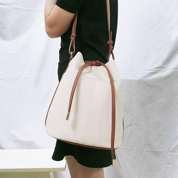 LANCOME蘭蔻 時尚皮革束口水桶包 時尚皮革束口水桶包