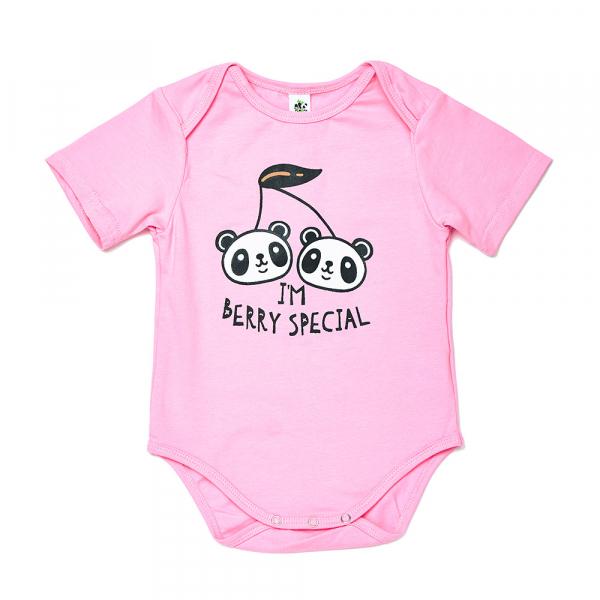 有機竹棉熊貓家族短袖包屁衣-櫻桃粉紅 加拿大有機棉和竹纖維第一童裝品牌,通過國際最高標準有機認證「GOTS」和「OCIA」。100%透氣無毒,對於受濕疹、異位性(過敏性)皮膚炎、呼吸道問題、換季不適等困擾的嬰幼兒最安心