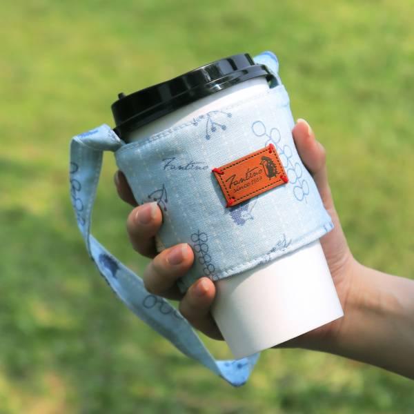 雙層隔熱環保飲料杯套/飲料提袋(漂浮森林)-海洋藍 飲料杯套,環保杯套,手提杯套,杯套,環保飲料提袋,飲料袋,飲料提袋,婚禮小物,禮物,外帶,環保,防水布,杯套,飲料,提袋,杯套提袋,環保杯袋,環保杯,飲料杯
