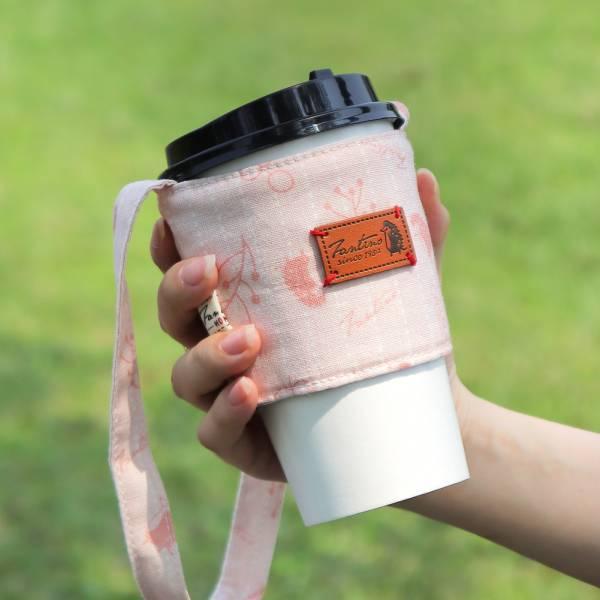 雙層隔熱環保飲料杯套/飲料提袋(漂浮森林)-草莓粉 飲料杯套,環保杯套,手提杯套,杯套,環保飲料提袋,飲料袋,飲料提袋,婚禮小物,禮物,外帶,環保,防水布,杯套,飲料,提袋,杯套提袋,環保杯袋,環保杯,飲料杯