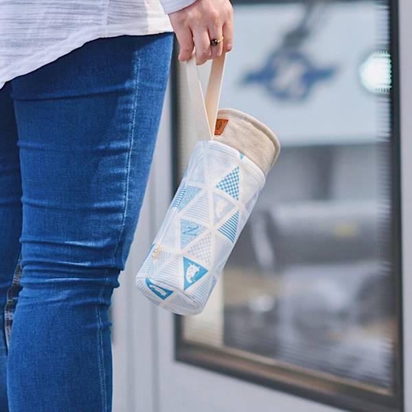 保溫防撞水壺袋/水瓶提袋(三角密室)-淺海藍 保溫袋,水壺袋,水壺提袋,保冰溫,手攜式,防撞,防摔,保溫瓶,玻璃瓶,水壺,學生,保溫杯套,隔熱保護,水杯套