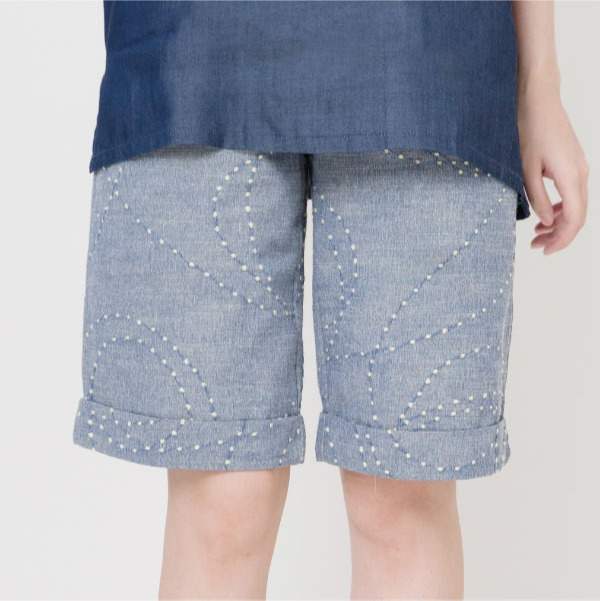 刺繡牛仔五分褲(灰藍) 長褲,刺繡,休閒長褲,牛仔褲,修飾身型,服裝,女裝,fantino