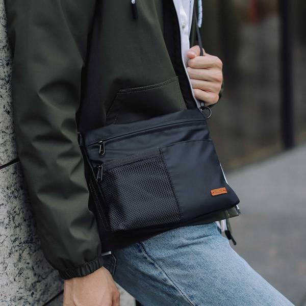 防潑水多口袋旅行斜背小包-黑