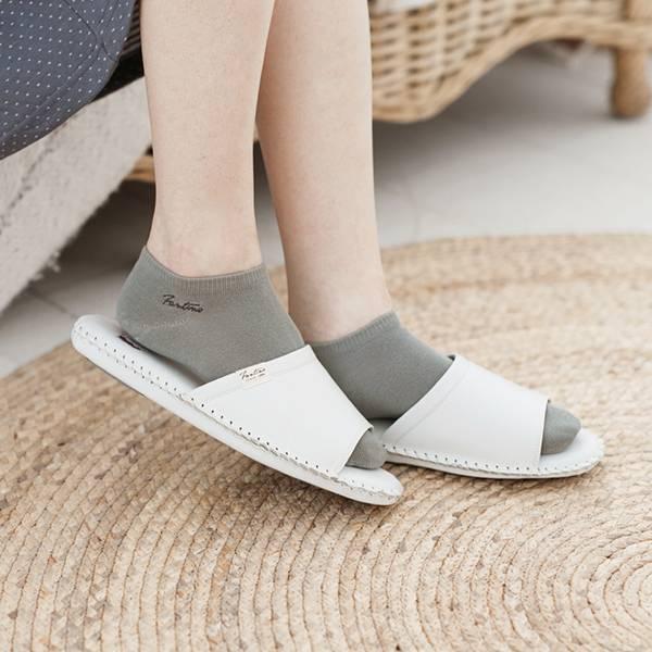 真皮手工縫製家居拖鞋/防滑室內拖鞋-牛奶白(繽紛森林) 女鞋,室內拖,台灣設計,台灣製造,拖鞋,布花,居家良品,防滑,刺蝟,牛皮,真皮