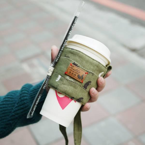 雙層隔熱環保飲料杯套/飲料提袋(漫步一線間)-抹茶綠 飲料杯套,環保杯套,手提杯套,杯套,環保飲料提袋,飲料袋,飲料提袋,婚禮小物,禮物,外帶,環保,防水布,杯套,飲料,提袋,杯套提袋,環保杯袋,環保杯,飲料杯