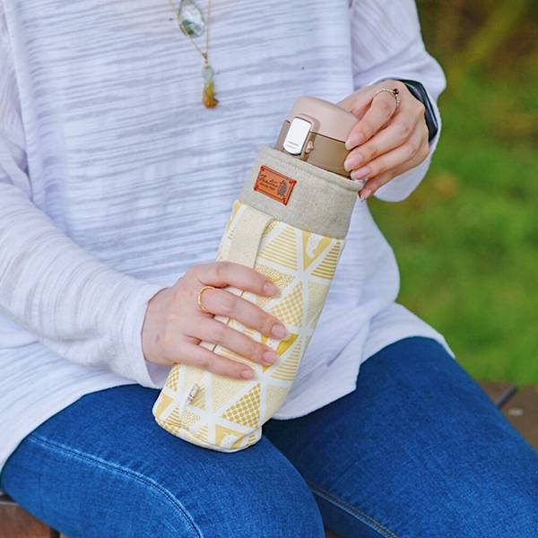 保溫防撞水壺袋/水瓶提袋(三角密室)-鵝黃 保溫袋,水壺袋,水壺提袋,保冰溫,手攜式,防撞,防摔,保溫瓶,玻璃瓶,水壺,學生,保溫杯套,隔熱保護,水杯套