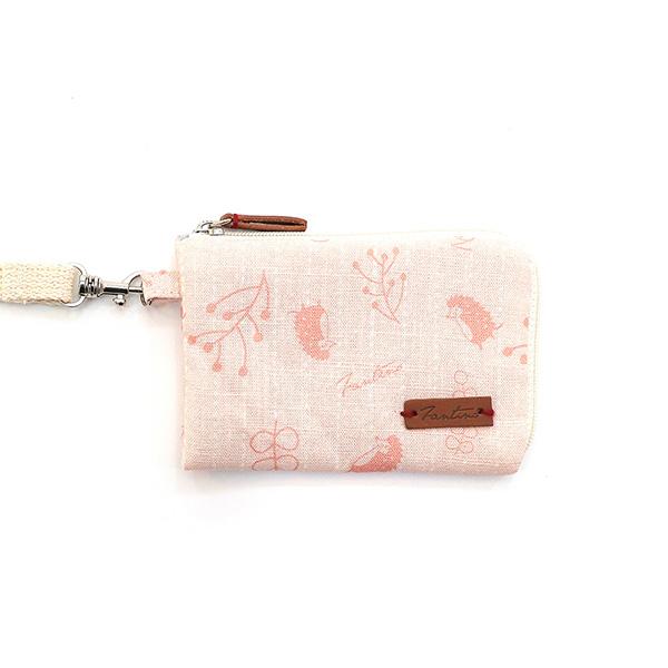 漂浮森林手掛式票卡夾/零錢包(草莓粉) 手工布料,台灣設計,台灣製造,花布設計,質感袋包,文創設計,刺蝟,提袋,包包,居家良品,提袋,手提包,方包,肩背包,側背包