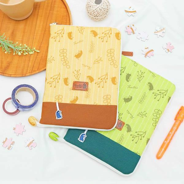 漂浮森林寶寶手冊/媽媽手冊書衣套-共5色 手工布料,台灣設計,台灣製造,花布設計,質感袋包,文創設計,刺蝟,提袋,包包,居家良品,提袋,手提包,方包,肩背包,側背包