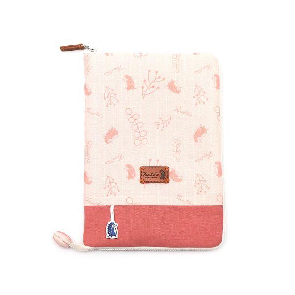 漂浮森林寶寶手冊/媽媽手冊書衣套(草莓粉) 手工布料,台灣設計,台灣製造,花布設計,質感袋包,文創設計,刺蝟,提袋,包包,居家良品,提袋,手提包,方包,肩背包,側背包