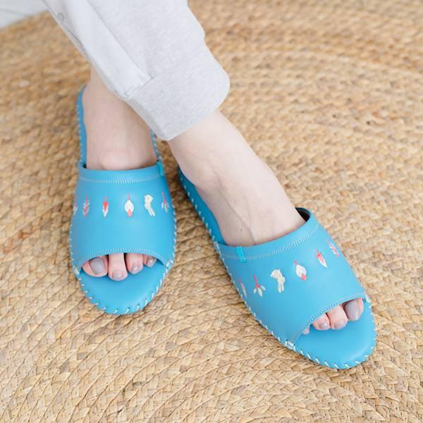 真皮手工縫製刺繡家居拖鞋/防滑室內拖鞋-冰沙藍(繽紛森林) 女鞋,室內拖,台灣設計,台灣製造,拖鞋,布花,居家良品,防滑,刺蝟,牛皮,真皮