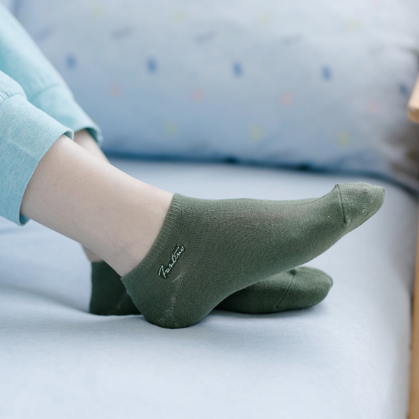 UMORFIL膠原蛋白抗菌除臭襪(共10色) 女襪子,襪子,素色襪子,純棉襪,中筒襪,高筒襪,休閒襪子,百搭,襪子,純色襪子,純色,短襪,中筒襪,棉襪,女襪,膠原蛋白,LYCRA,萊卡
