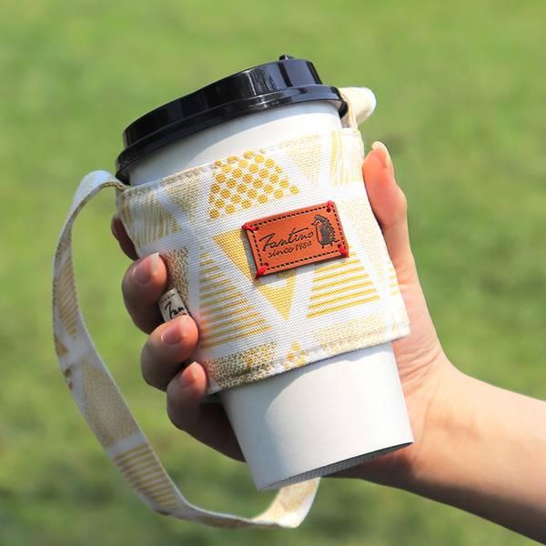 雙層隔熱環保飲料杯套/飲料提袋(三角密室)-鵝黃 飲料杯套,環保杯套,手提杯套,杯套,環保飲料提袋,飲料袋,飲料提袋,婚禮小物,禮物,外帶,環保,防水布,杯套,飲料,提袋,杯套提袋,環保杯袋,環保杯,飲料杯