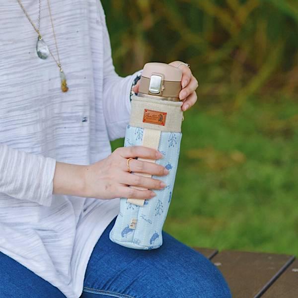 保溫防撞水壺袋/水瓶提袋(漂浮森林)-海洋藍 保溫袋,水壺袋,水壺提袋,保冰溫,手攜式,防撞,防摔,保溫瓶,玻璃瓶,水壺,學生,保溫杯套,隔熱保護,水杯套
