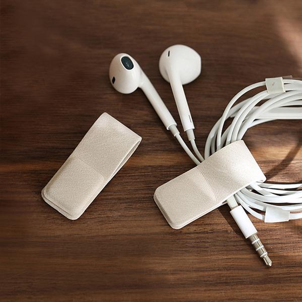耳機集線器(2入) PlayByPlay,玩生活,耳機線,充電線,數據線,收納,保護,不纏繞,不拉扯,皮革材質,細緻,磁扣,一圈,一綑,整齊有序,設計精巧,便攜,衣領,背帶