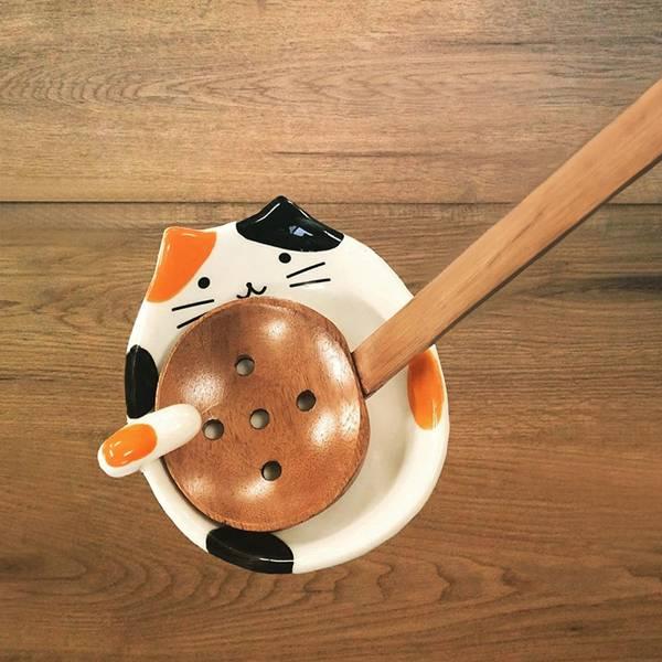 胖花喵湯勺架 PlayByPlay,玩生活,居家,廚房,餐廳,餐桌,烹飪,煮菜,熬湯,火鍋,料理,勺子,湯勺架,湯匙架,餐具架,置物盤,碗,貓,日式,檯面,餐桌,家飾