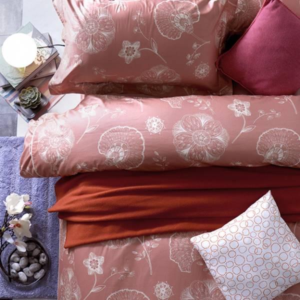 (QUEEN雙人加大)La Fatte新品|印花四件式床組-LAT05 巴黎酒莊 雙⼈床包被單組