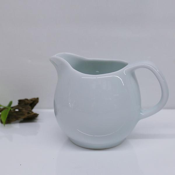 浙江龍泉窯天青釉色 茶盅 茶海 浙江龍泉窯天青釉色 茶盅 茶海