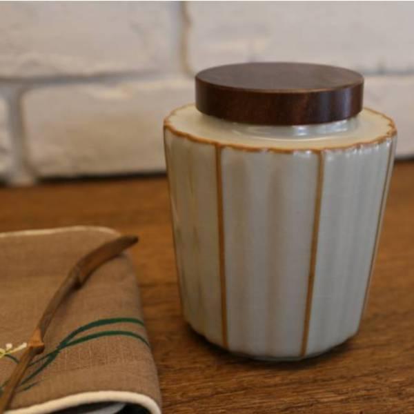 汝窯釉茶倉 木蓋 米豆色 茶道儲茶可放2兩茶葉 汝窯釉 茶倉豆色 可放2兩茶 高溫燒製:1320度