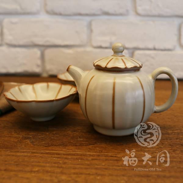 汝窯釉 花瓣茶壺 米豆色 台灣燒製 適合4~6人 汝窯釉 花瓣茶壺 米豆色 台灣製 高溫燒製:1320度