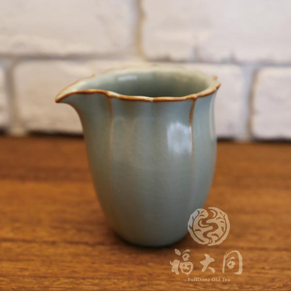汝窯釉 花瓣勻杯分茶器   豆青色  台灣燒製 汝窯釉 花瓣勻杯分茶器   豆青色  台灣燒製 高溫燒製:1320度