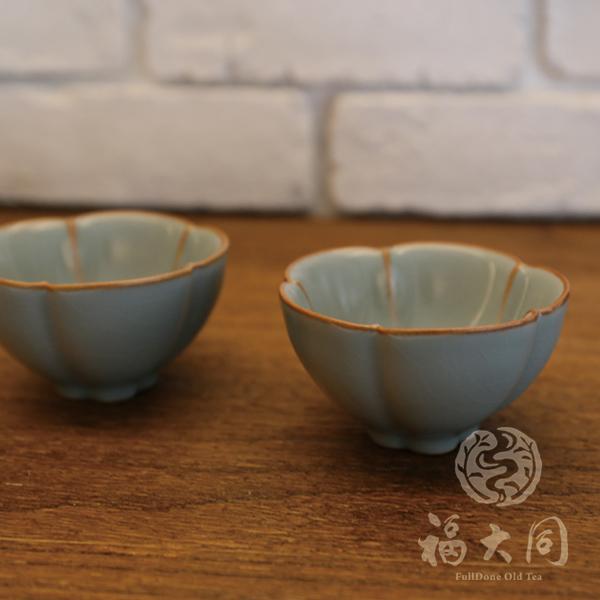 汝窯釉 花瓣杯 豆青色 台灣燒製 汝窯釉 花瓣茶杯 豆青色 台灣製 高溫燒製:1320度