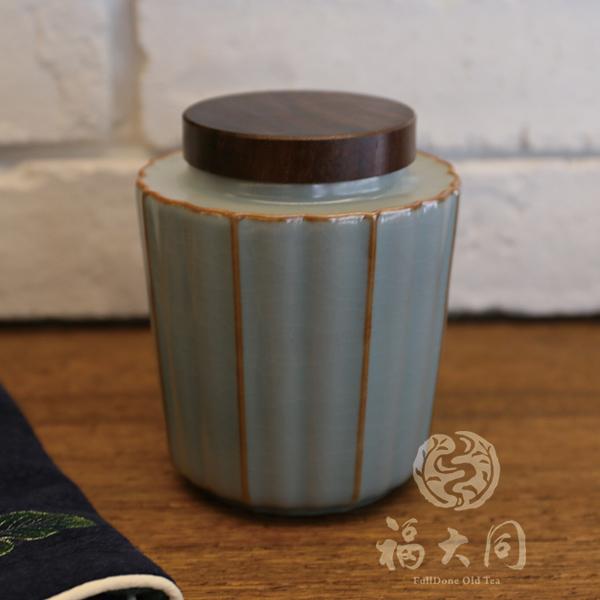 汝窯釉茶倉 木蓋 豆青色 茶道儲茶可放2兩茶葉 汝窯釉 茶倉豆青色 可放2兩茶 高溫燒製:1320度