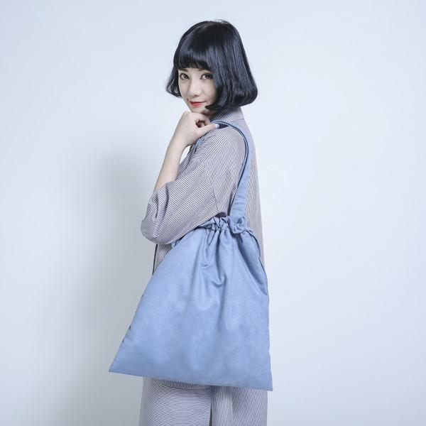 Kari 麂皮束口包_藍