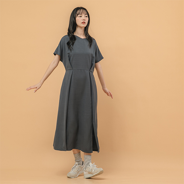 Moon_新月落肩打褶洋裝_深灰藍