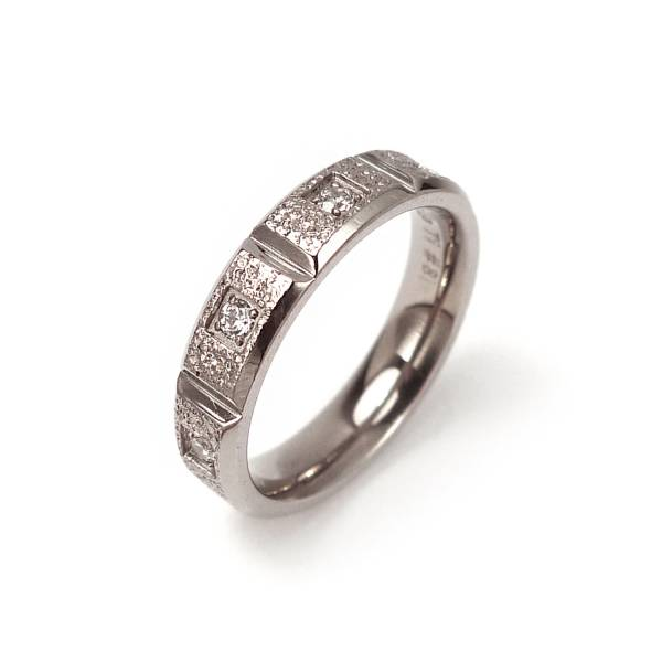 Cube - Female Ring La Jolla Titanium Jewelry, established in 1996 in Taiwan, which combines the 3 elements of Beauty, Health and Love. It's suitable for daily apparel, banquet gown and gifts; brings shine in life and ce